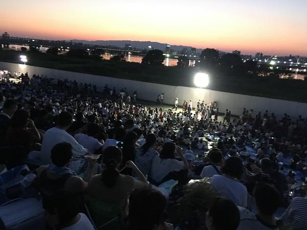 梅田会場堤防下19:00の状況