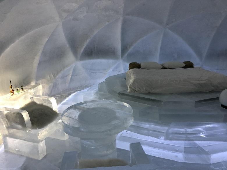 氷のホテル