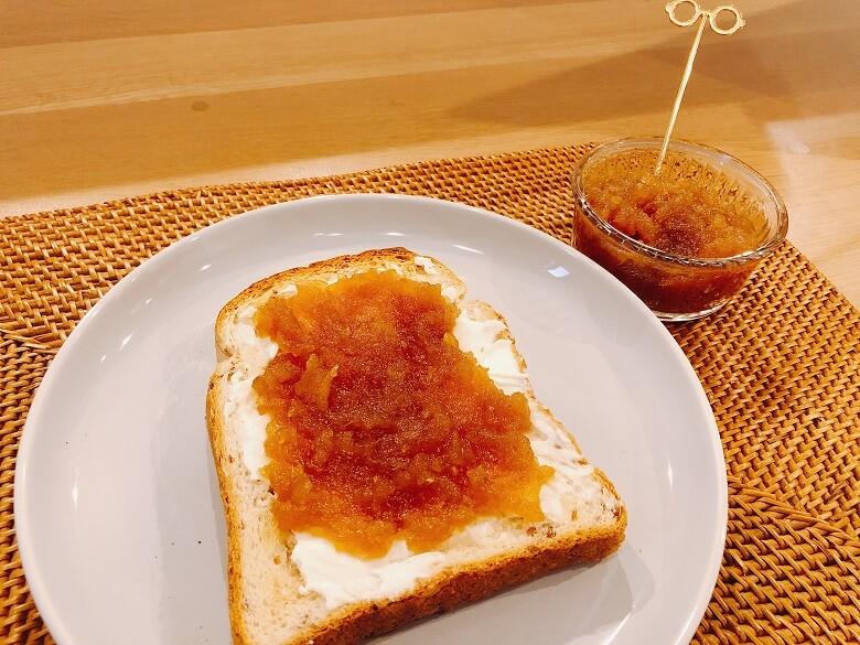 クリームチーズトーストとりんごジャム