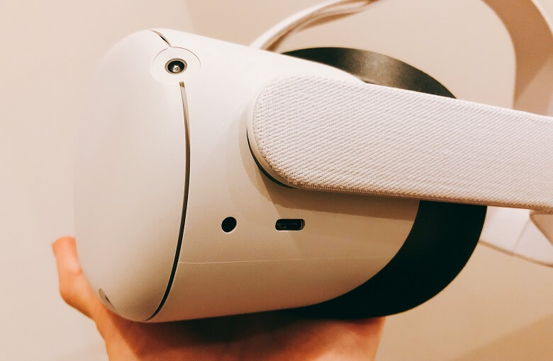 OculusQuest2左側面