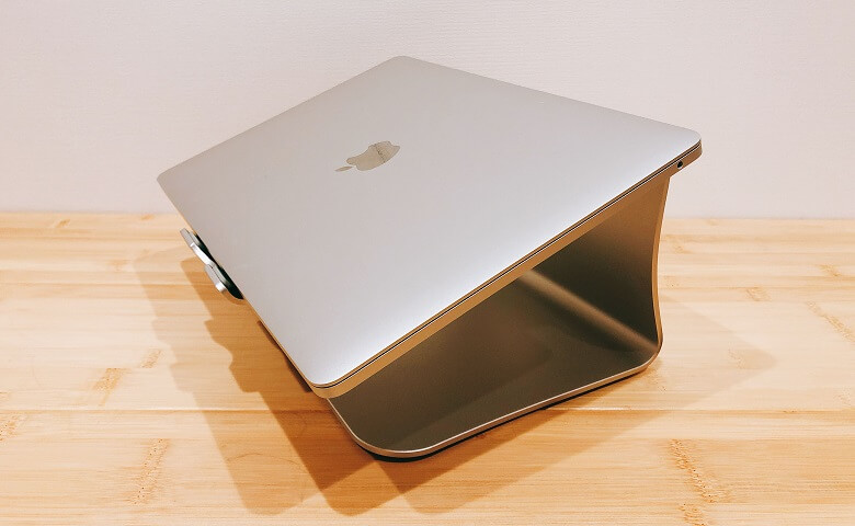 BestandノートパソコンスタンドとMacBook